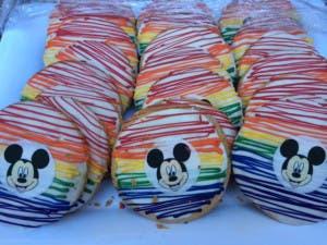 Celebrar el gay pride al estilo Disneyland