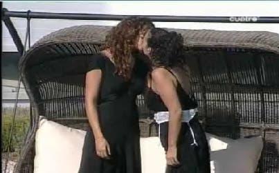 Beso lésbico en Supermodelo 2007