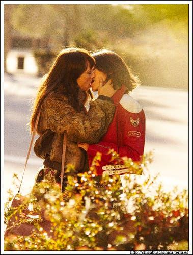 Chica busca Chica el beso entre Nines y Carmen
