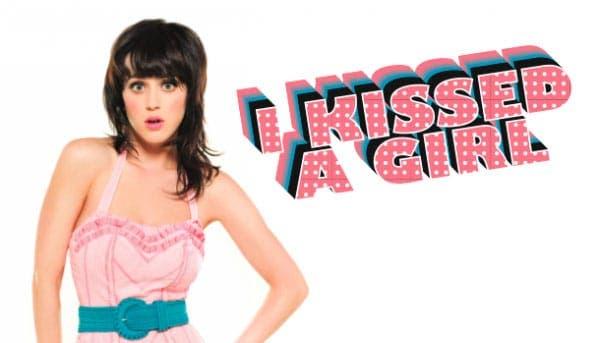 A Katy Perry la beso toda una chica