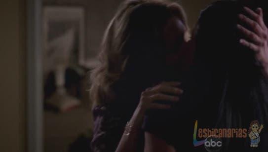 Callie y Erica besándose