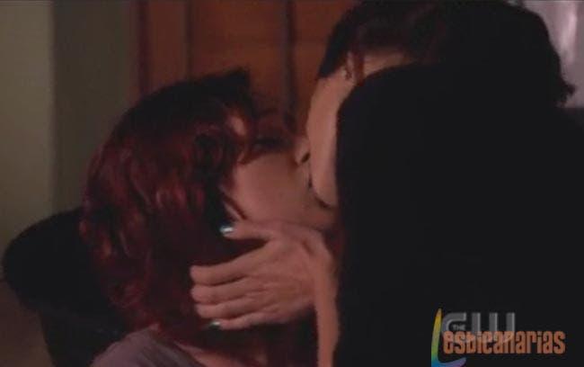 90210 resumen del primer beso lesbicanario