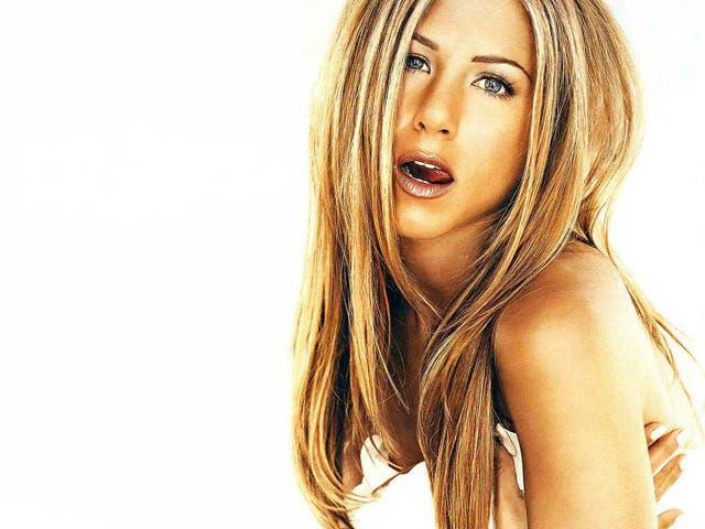 Jennifer Aniston se anima al topless y escenas lsbicas