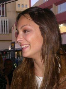 Sarah Nile te envía un saludo lesbicanario