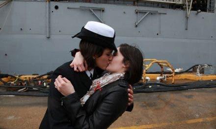 Primer beso lésbico en el ejército de Estados Unidos