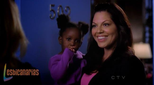 Callie cuidando a Zola