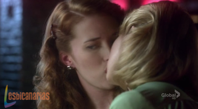 Betty y Kate beso