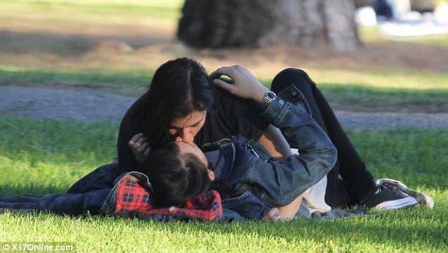 Clea DuVall no tiene pena de besar a su chica en la calle