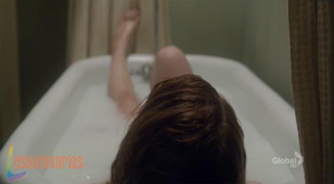 Kate en la bañera