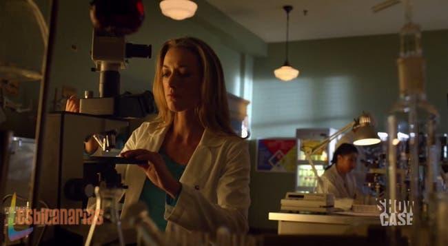 Lauren robándose una muestra
