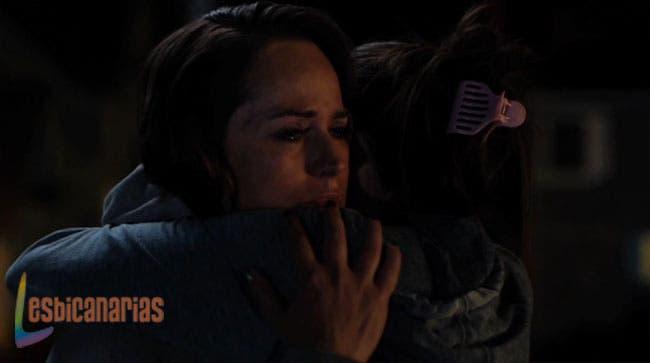 Ani consolando a Gina