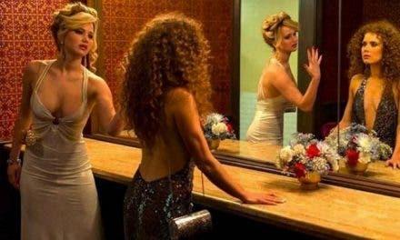 "Jennifer Lawrence y  Amy Adams comparten un beso lésbico en ""American Hustle"""