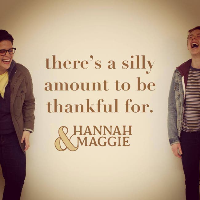 Hannah & Maggie Villancico Lésbico