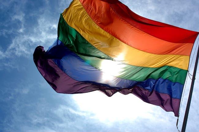 Costa Rica extiende beneficios médicos a parejas del mismo sexo