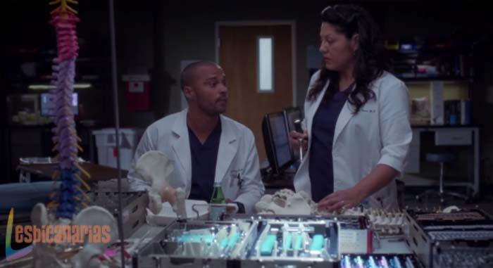 Callie hablando con Avery