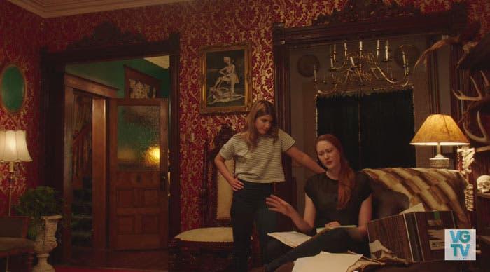 Laura y Danny hablando