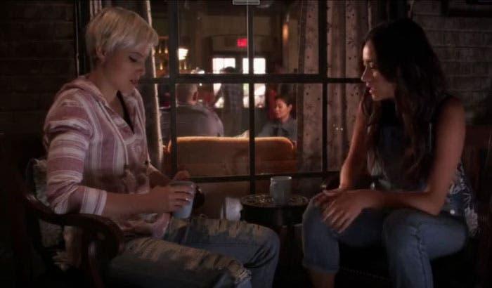 Emily preocupada por Sara