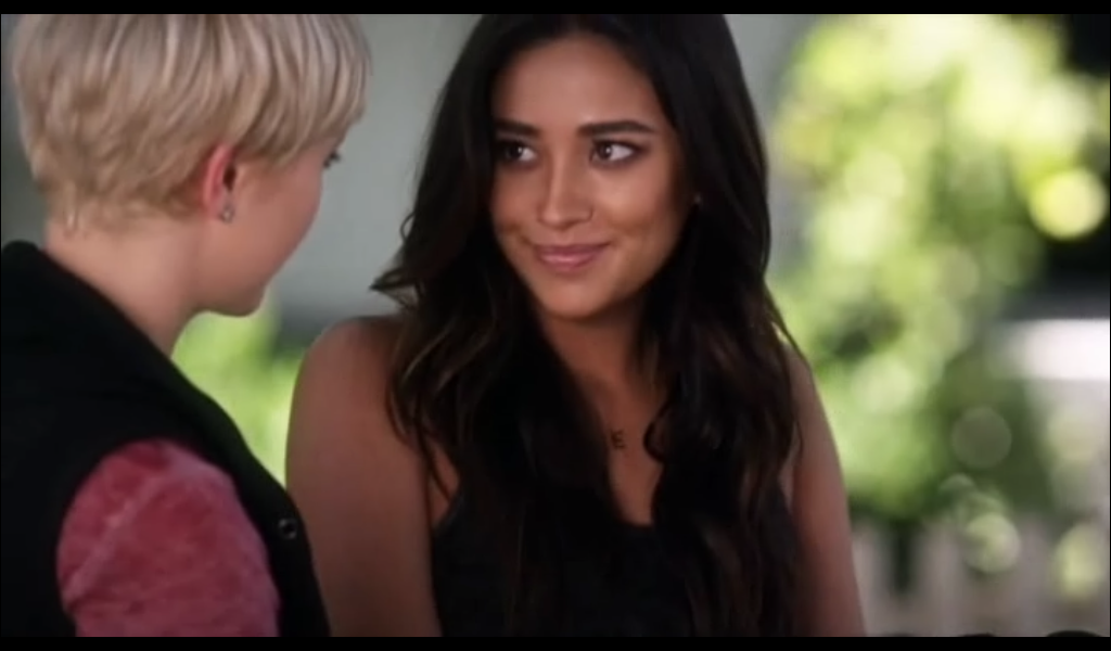 Emily y Sara: Pretty Little Liars 6×09