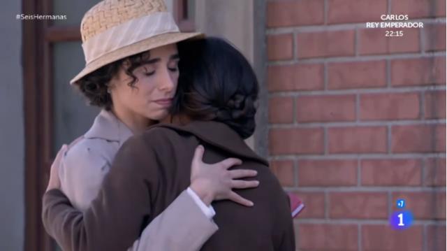celia y petra abrazo
