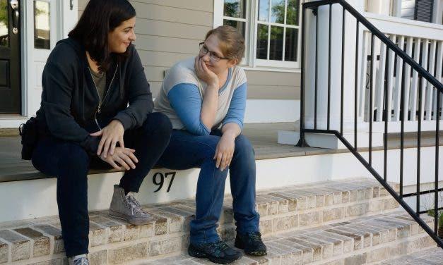 Beso entre Tara y Denise en The Walking Dead
