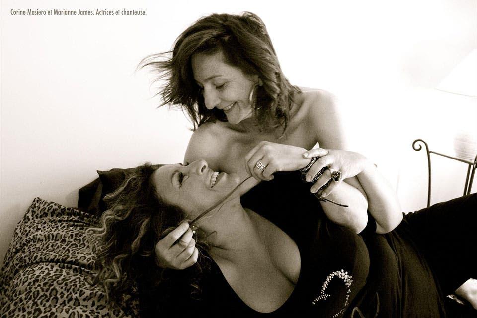Fotografía-pareja-lésbica-Marianne-James-y-Corine-Masiero