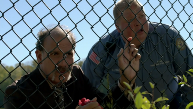 """""""Esta prisión se cae a cachos y seguimos sin pillar a la maldita gallina"""""""