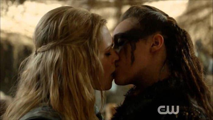 Clarke y Lexa beso