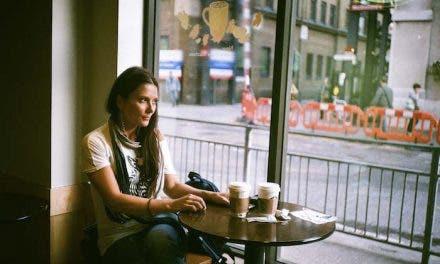 La conocí en una cafetería ¿Le hablo?