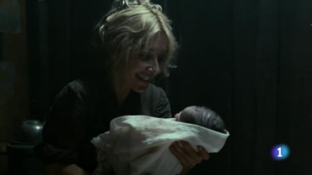 """""""Pues como se entere la matriarca de que soy bollo la vamos a liar, ¿verdad, bebé?"""""""