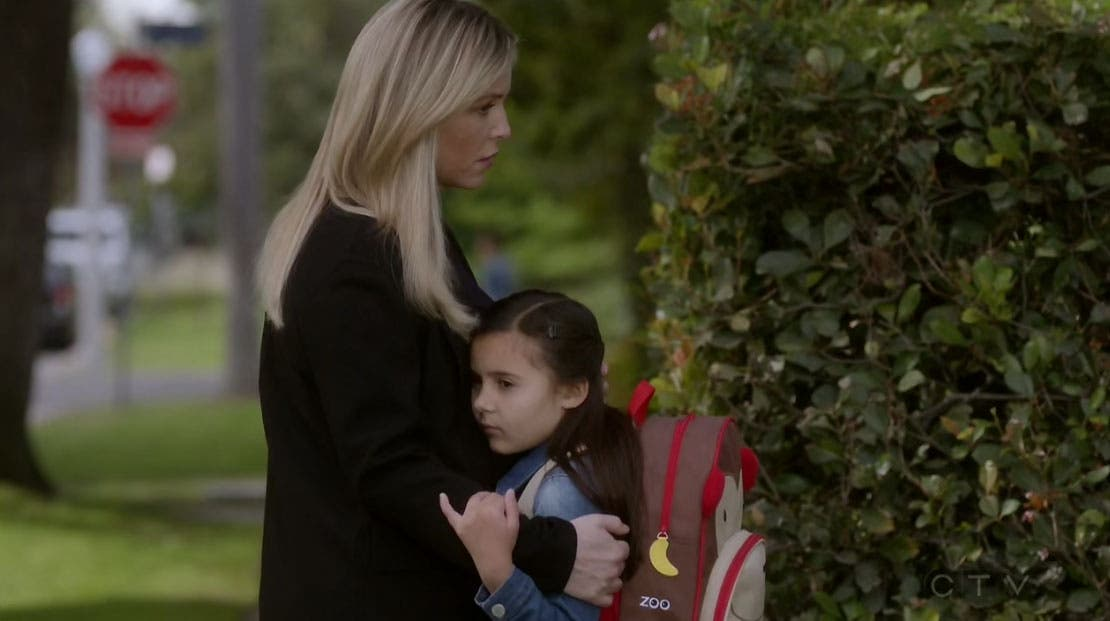 Arizona abrazando a Sofia