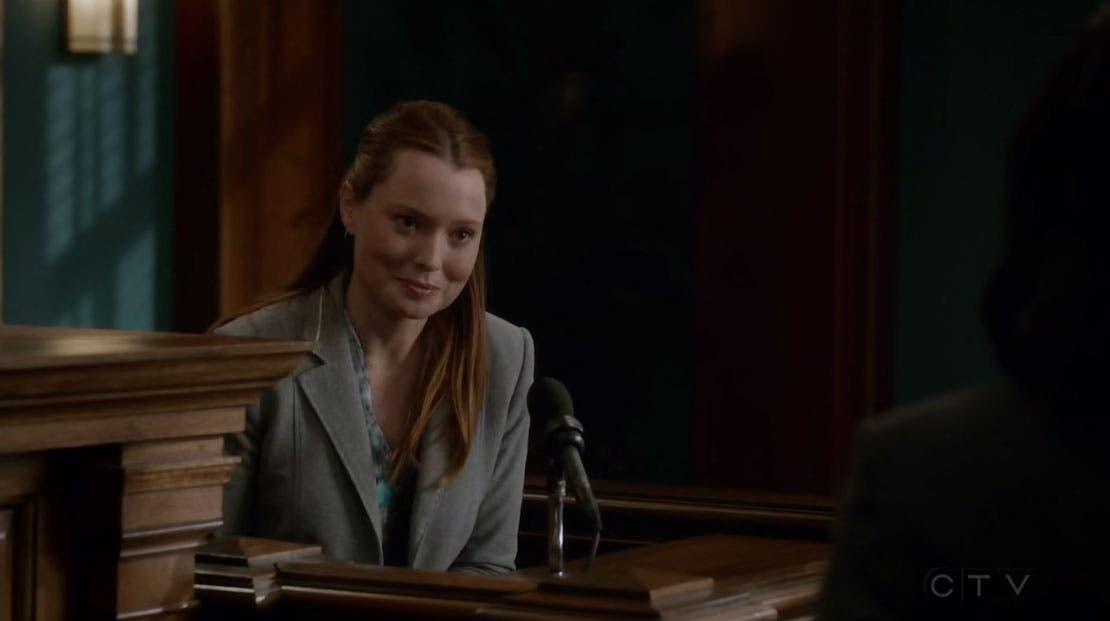 Penny testificando