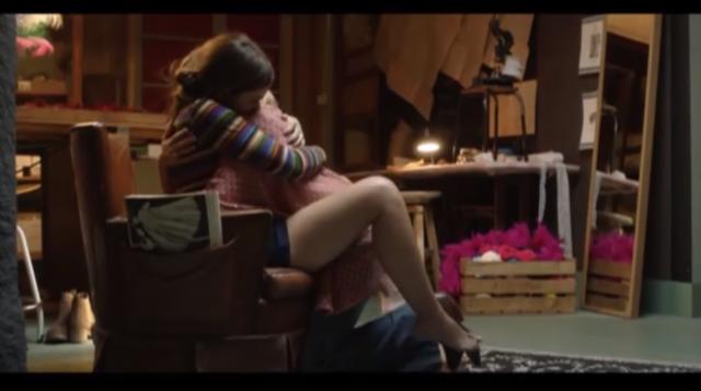 vico y paula se abrazan