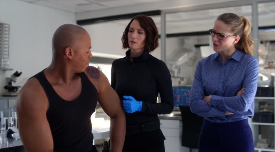 Alex, Kara y James en Supergirl