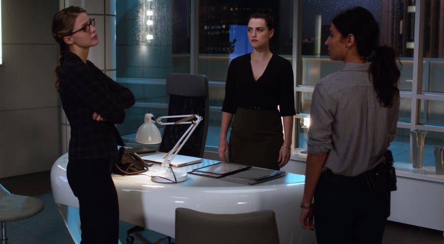 Kara y Lena hablan con Maggie