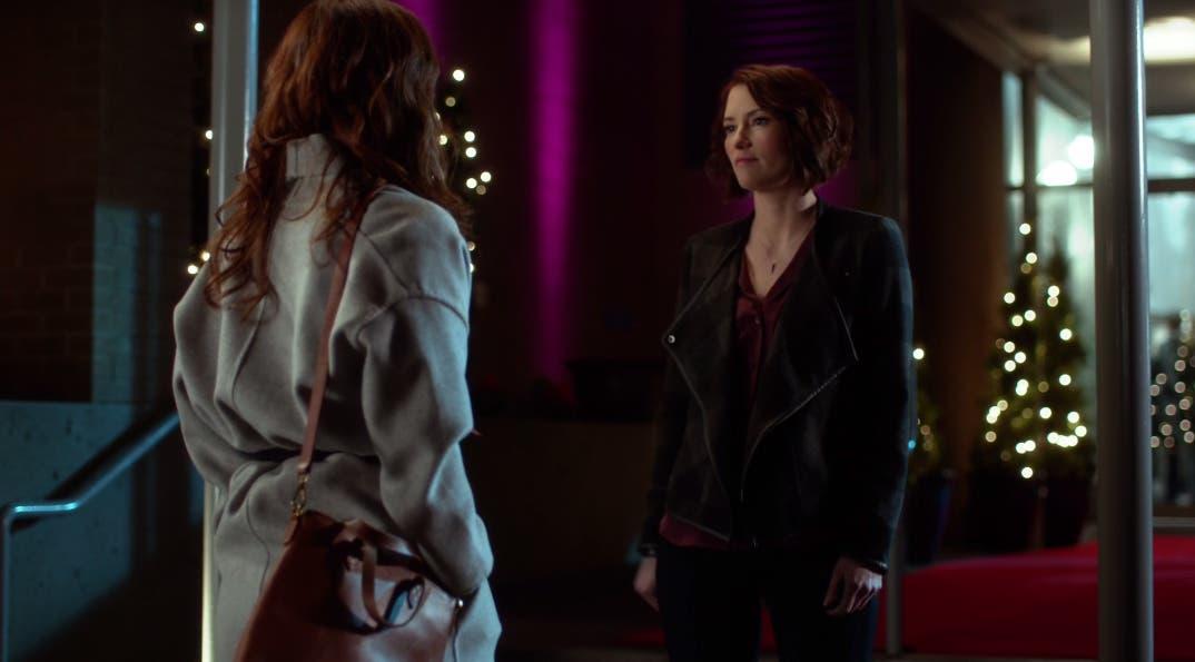 Alex y Emily platicando