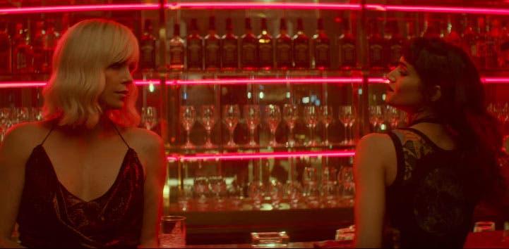 Charlize Theron tiene escenas muy lesbicanarias en Atomic Blonde