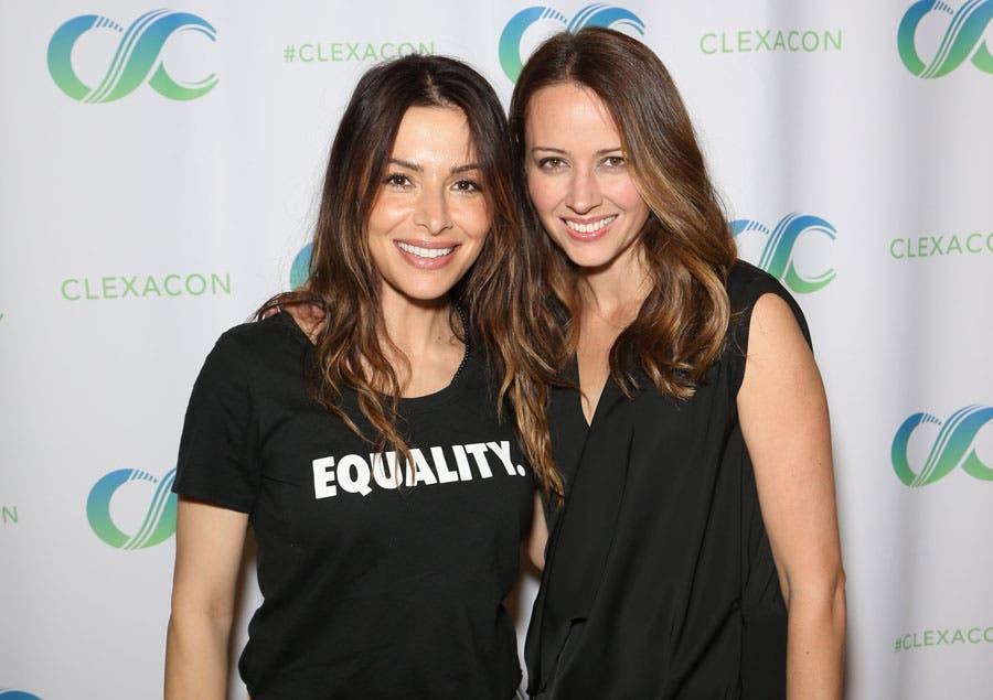 Sarah Shahi y Amy Acker en la ClexaCon