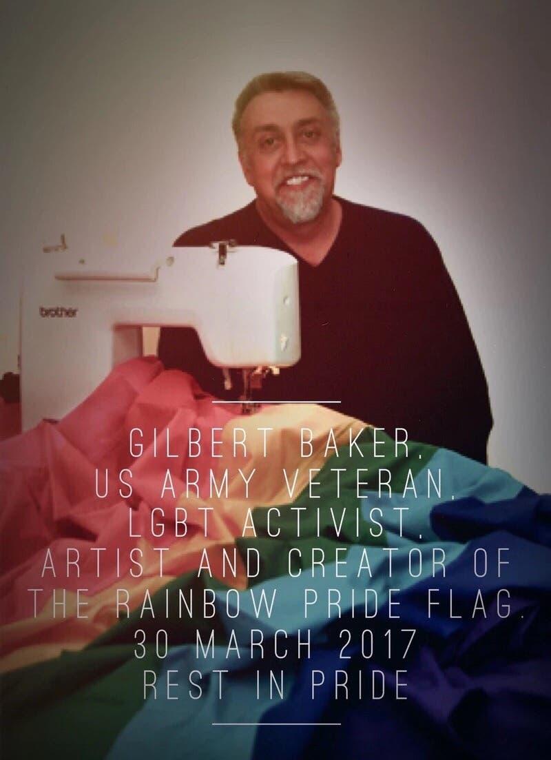 Gilbert Baker con la bandera gay