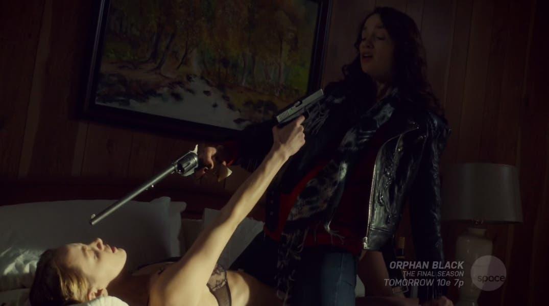Wynonna y Eliza apuntándose