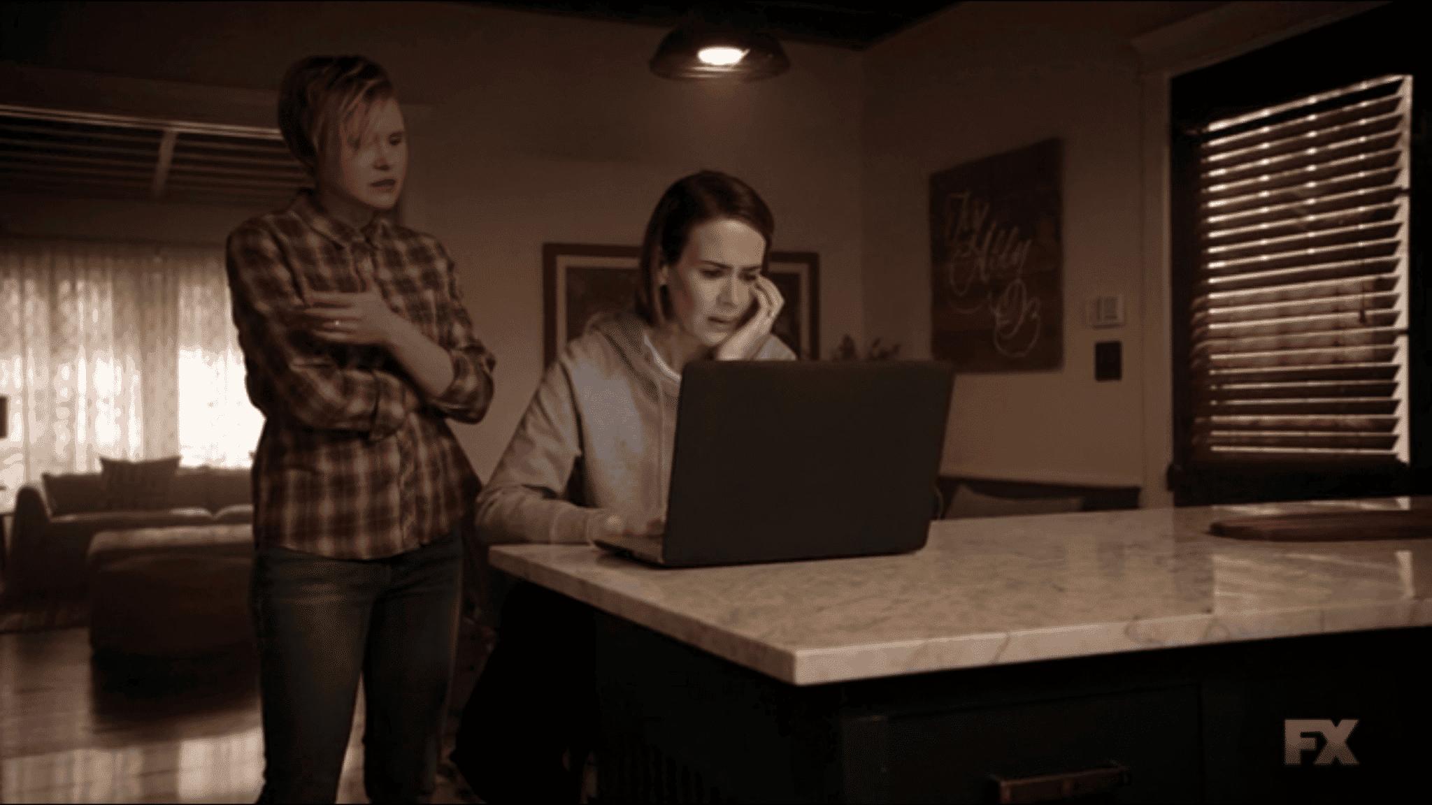Ivy Ally y laptop