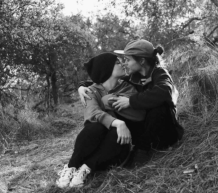 Ellen Page y Emma Portner beso
