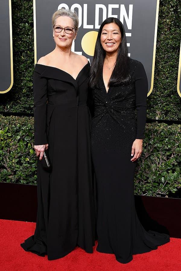 Meryl Streep y Ai-Jen Poo en los Globos de Oro