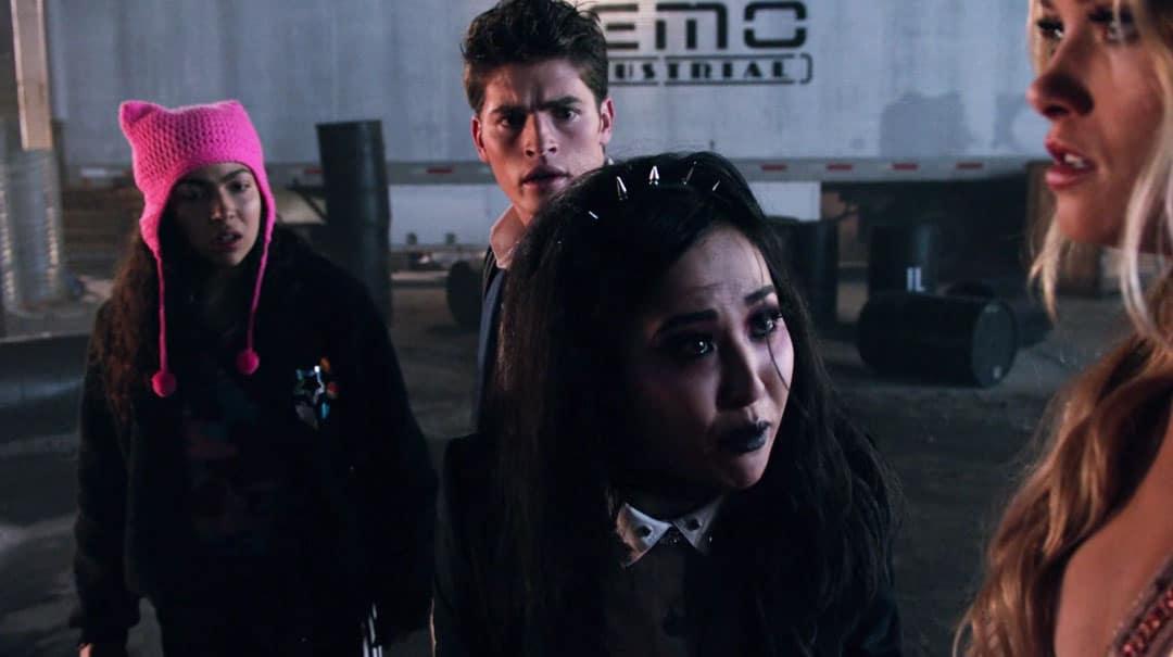 Nico y Karolina en Runaways