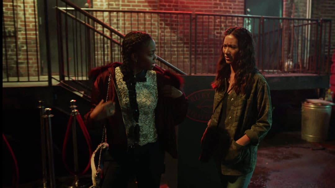 Anissa y Grace hablando