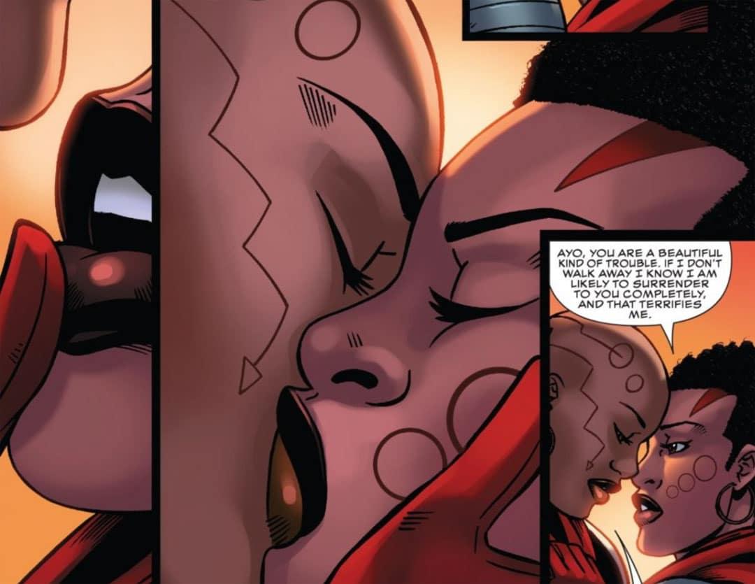 Aneka y Ayo besándose