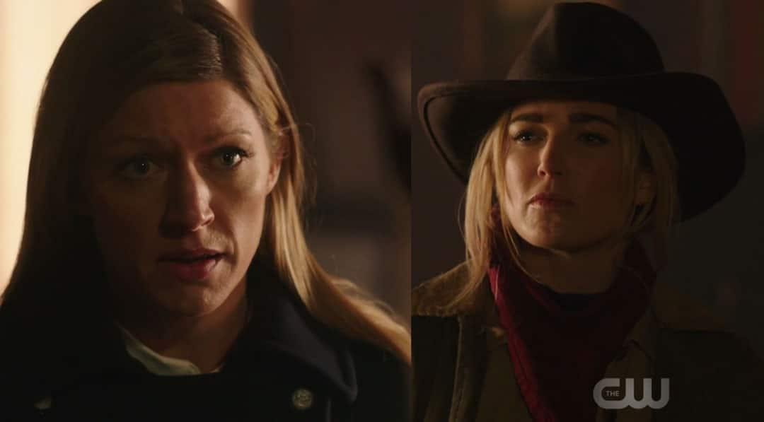 Sara y Ava hablando