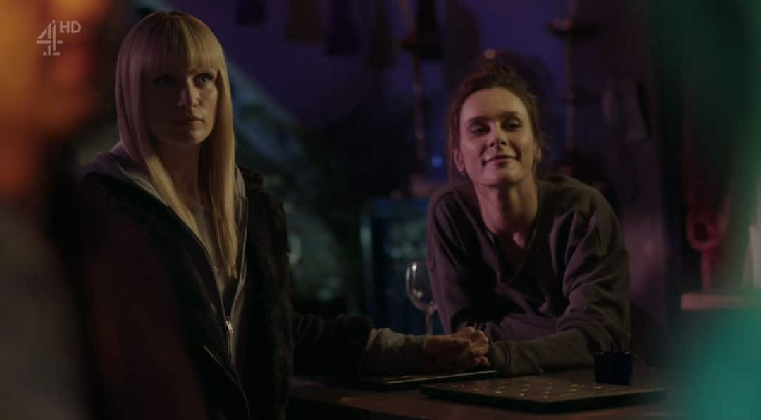 Niska y Astrid resumen de episodio 3×01-02 de Humans