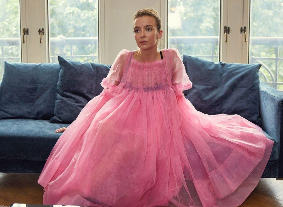 Villanelle con el vestido rosa