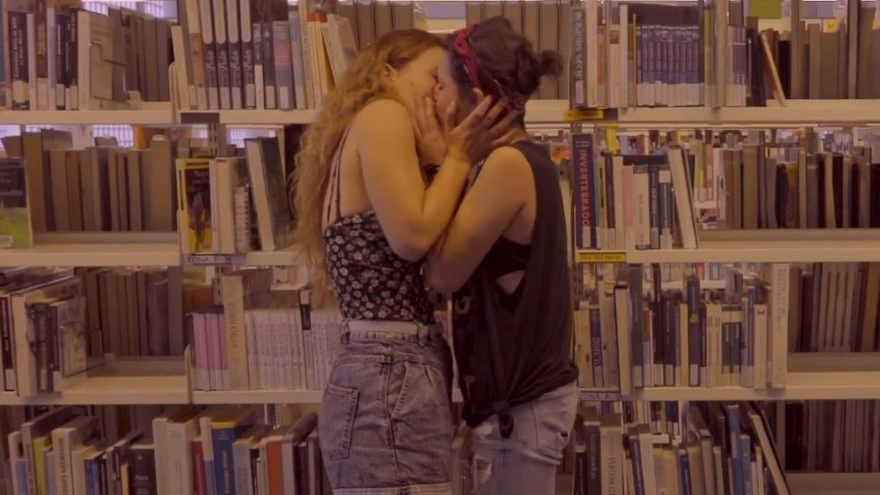 Library Love Stories: Este cortito lésbico súper romántico te enseñará a ligar