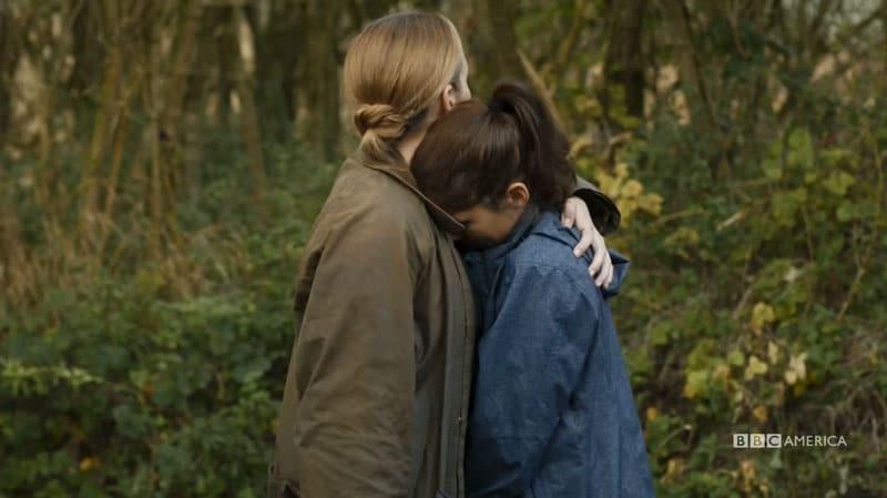 Villanelle y Nadia abrazadas